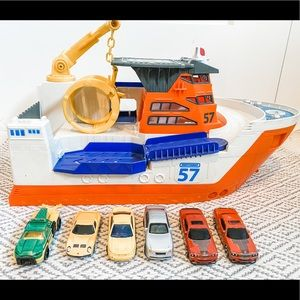 Matchbox boat with 7 little cars